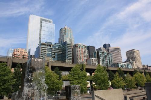 Uitzicht vanaf de pier op downtown Seattle