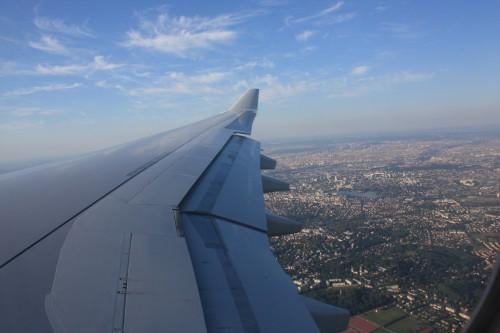 De landing met Parijs in de achtergrond